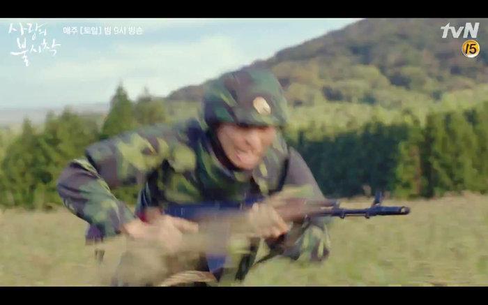 'Hạ cánh nơi anh' tập 1: Son Ye Jin bất ngờ tỏ tình với Hyun Bin khi đang khổ sở chạy trốn khỏi sự truy sát 24