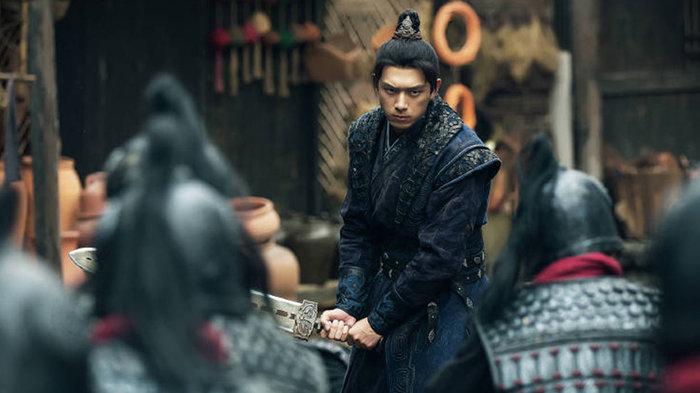Tạo hình tóc đuôi ngựa của Lý Hiện trong phim được đánh giá là vô cùng điển trai.