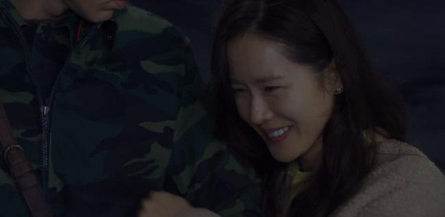 'Crash Landing On You' tập 4: Hyun Bin hôn vồ vập Son Ye Jin khiến ai cũng phải đỏ mặt vì quá bạo 2