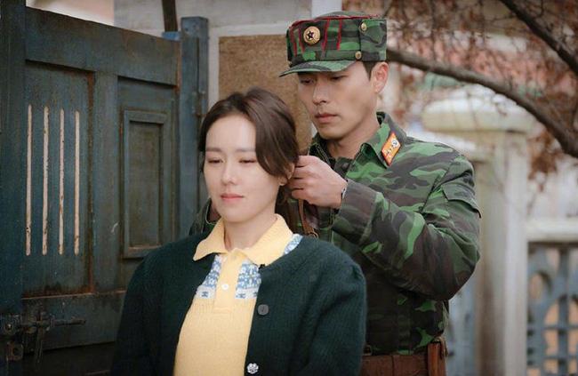 Hậu trường 'Crash Landing On You': Hyun Bin - Son Ye Jin cười tít mắt như hai đứa trẻ sau màn cưỡng hôn trên tàu cá 0