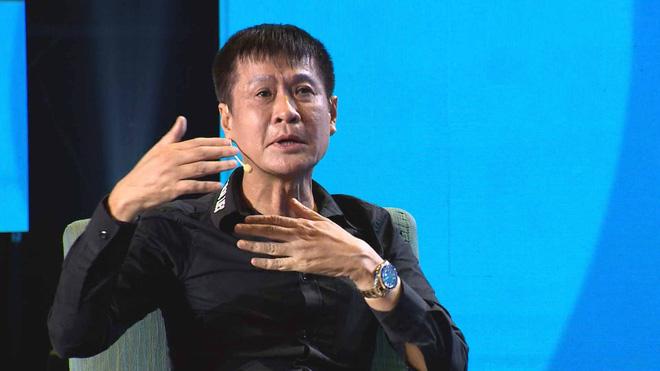 MC Quyền Linh gay gắt chất vấn đạo diễn Lê Hoàng 0
