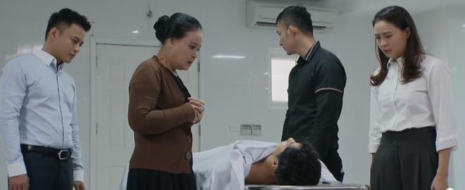 Bà Hồng và Khuê đau đớn trước sự ra đi đột ngột của Thái.