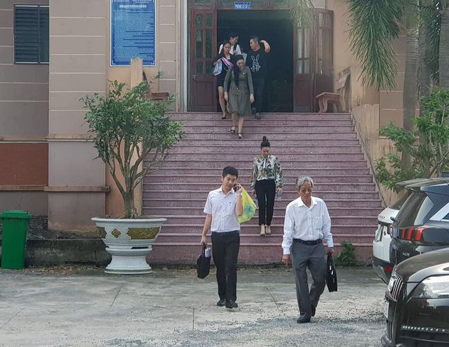 Nhật Kim Anh và chồng cũ lại lôi nhau ra tòa kiện cáo giành quyền nuôi con 2