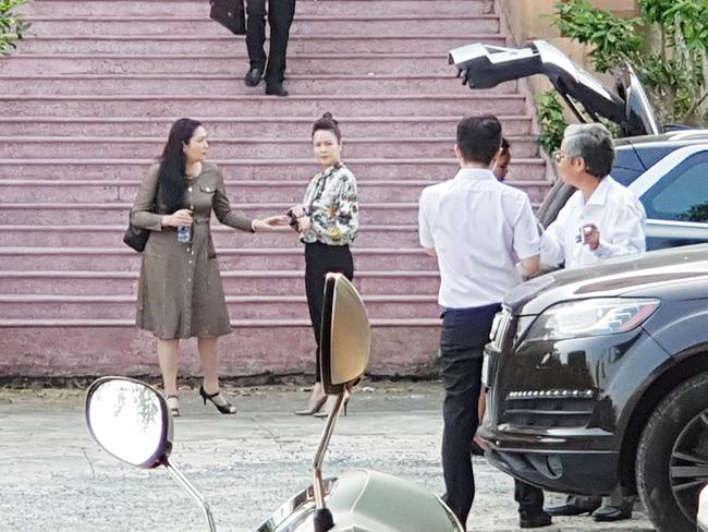 Nhật Kim Anh và chồng cũ lại lôi nhau ra tòa kiện cáo giành quyền nuôi con 1