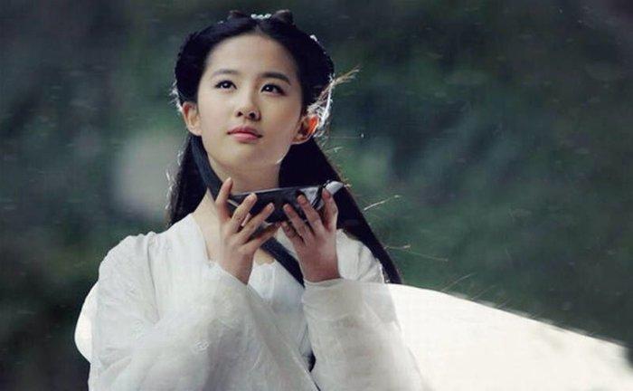 Dân mạng tỏ ra nghi ngờ khi đạo diễn khen ngợi Lưu Diệc Phi sinh ra là để đóng Hoa Mộc Lan 7