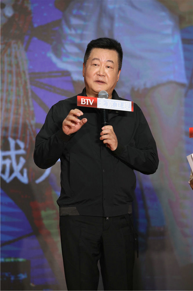 Dân mạng tỏ ra nghi ngờ khi đạo diễn khen ngợi Lưu Diệc Phi sinh ra là để đóng Hoa Mộc Lan 11