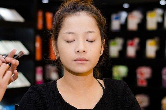 Bị chụp lén mặt mộc hoàn toàn: Thủy Tiên, Lan Ngọc khiến nhiều người ngỡ ngàng vì nhan sắc thực sự 12
