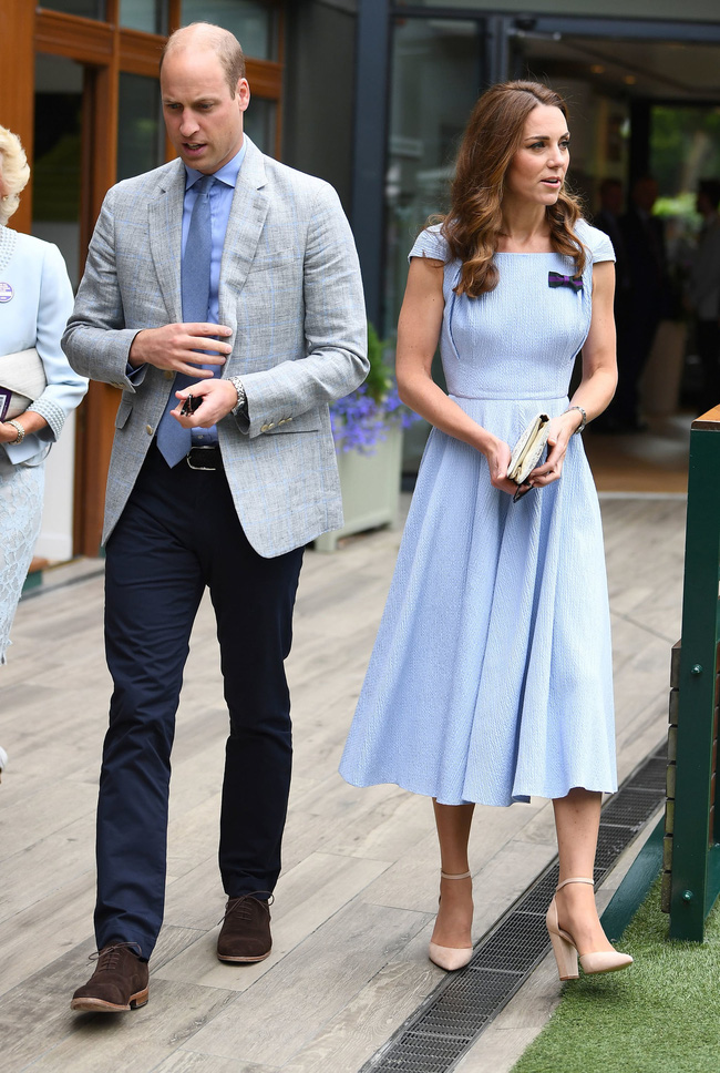Nhìn Công nương Kate chọn màu váy gần với màu cà vạt của Hoàng tử William là thấy họ như sinh ra để dành cho nhau.