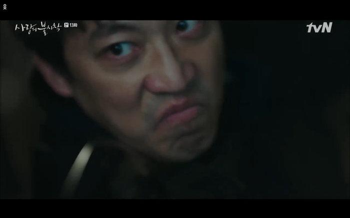 Chul Kang định bắn lén nhưng Se Ri đã ngăn lại.