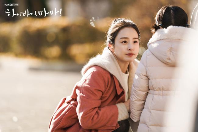 'Hi Bye, Mama': Trọn bộ ảnh xinh đẹp của Kim Tae Hee trong vai hồn ma, cảnh khóc cũng khiến người xem tan chảy 6