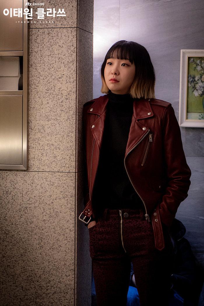 Hội chị đại mới được khai quật trên màn ảnh Hàn - bà chủ IU và trưởng phòng marketing khu Itaewon Kim Da Mi không thể thiếu 6