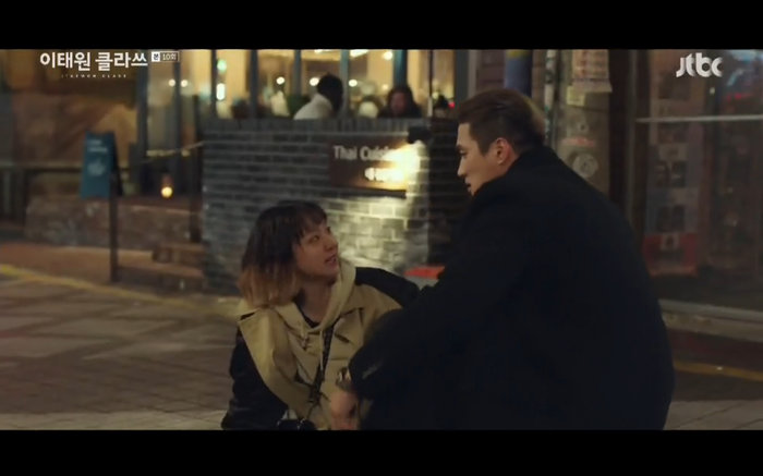 'Tầng lớp Itaewon' tập 10: Park Seo Joon khóc nức nở vì thua cuộc, Kim Da Mi bị đánh tơi tả 2
