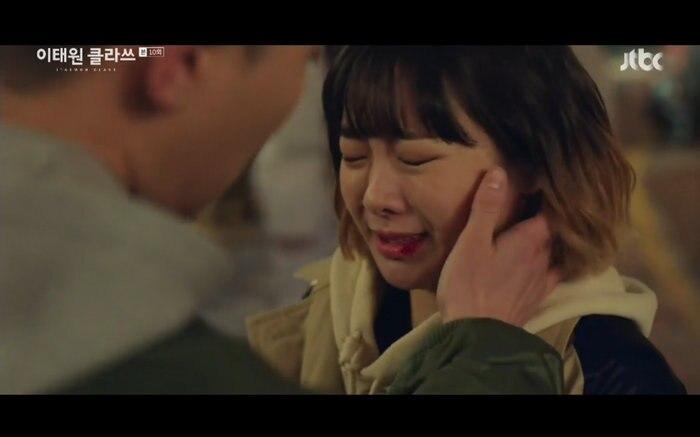 'Tầng lớp Itaewon' tập 10: Park Seo Joon khóc nức nở vì thua cuộc, Kim Da Mi bị đánh tơi tả 8