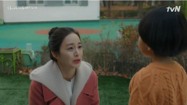 Cha Yoo Ri cảnh cáo một hồn ma 'nhí' không được quanh quẩn bên con gái Seo Woo.