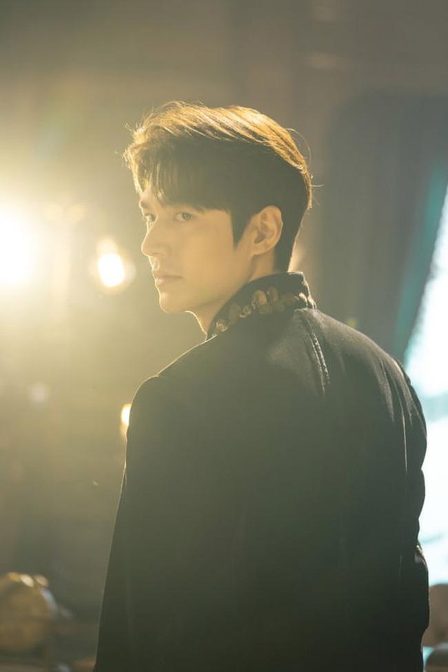 Lee Min Ho lại khiến hội fangirl châu Á điên đảo với góc nghiêng cực phẩm ở hậu trường phim mới 11