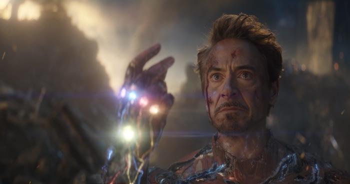 Cú búng tay đi vào 'lòng đất', mang lại chiến thắng của Iron Man.