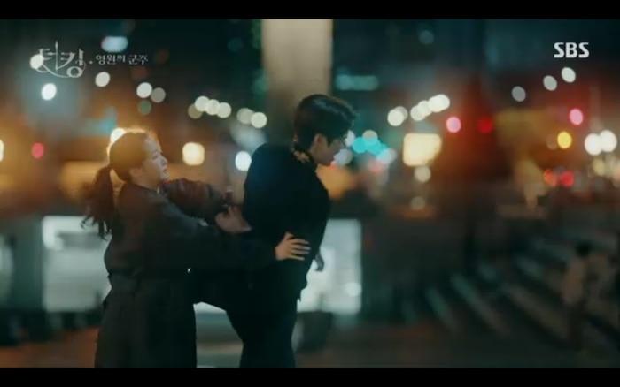 'Quân vương bất diệt' tập 2: Lee Min Ho cầu hôn Kim Go Eun và muốn lập hoàng hậu ngay lập tức? 4
