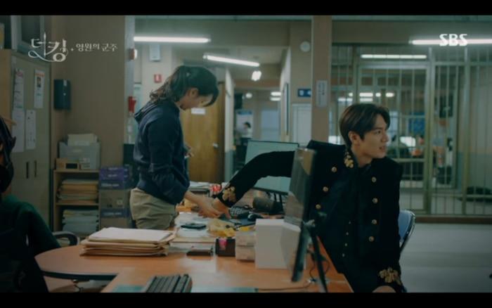 'Quân vương bất diệt' tập 2: Lee Min Ho cầu hôn Kim Go Eun và muốn lập hoàng hậu ngay lập tức? 6