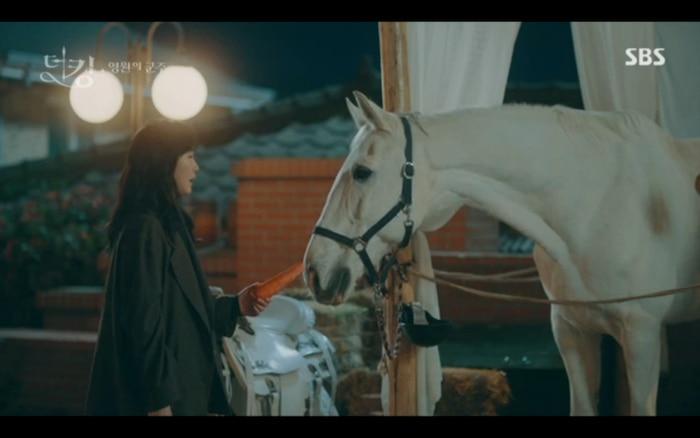 Chú ngựa là cầu nối cho cả hai.