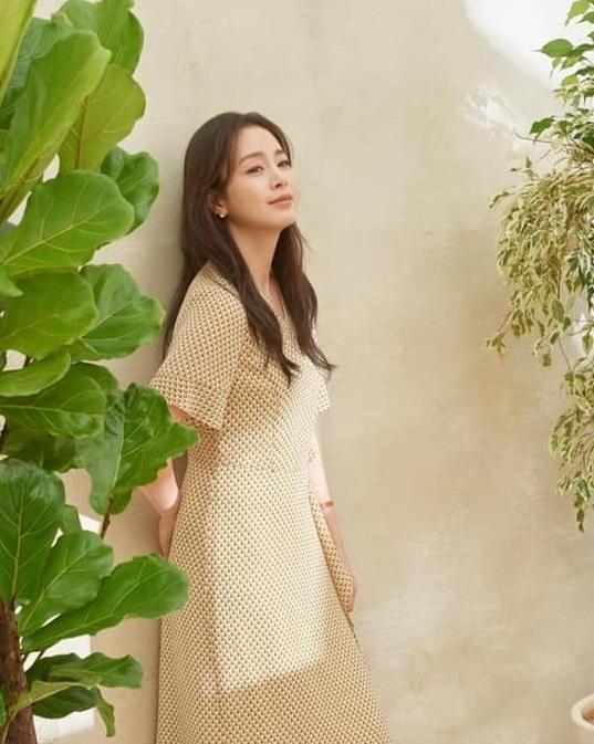 Bị chê tăng cân, Kim Tae Hee tung ngay những khoảnh khắc chứng minh nhan sắc ngày càng lên hương dù đã là 'mẹ hai con' 1