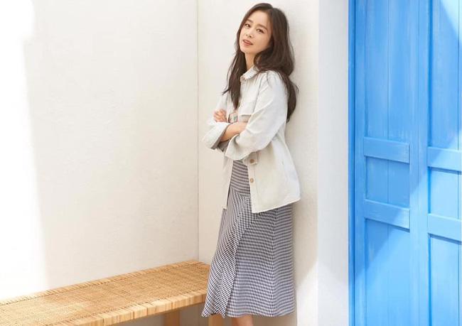 Bị chê tăng cân, Kim Tae Hee tung ngay những khoảnh khắc chứng minh nhan sắc ngày càng lên hương dù đã là 'mẹ hai con' 3