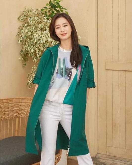 Bị chê tăng cân, Kim Tae Hee tung ngay những khoảnh khắc chứng minh nhan sắc ngày càng lên hương dù đã là 'mẹ hai con' 4