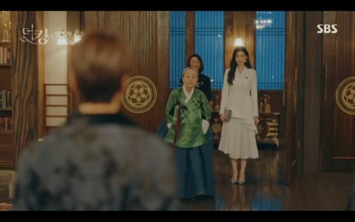 Quân vương bất diệt tập 4: Kim Go Eun 'sốc tận óc' vì nhảy sang thế giới song song của Lee Min Ho? 5