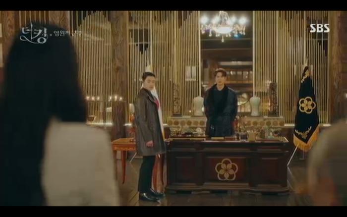 Lee Gon về kịp thời xử lí chuyện triều chính.