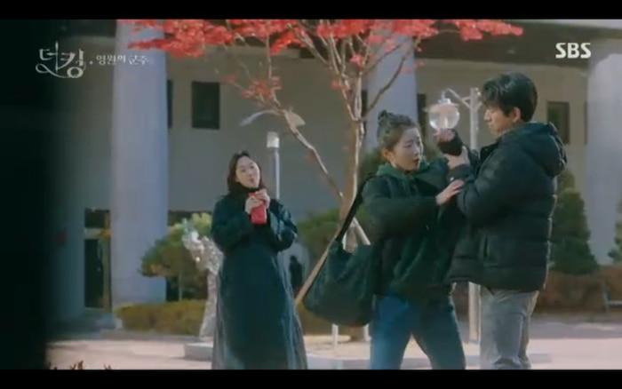 Quân vương bất diệt tập 4: Kim Go Eun 'sốc tận óc' vì nhảy sang thế giới song song của Lee Min Ho? 9