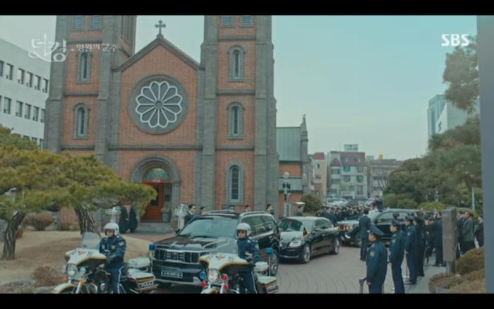 Quân vương bất diệt tập 4: Kim Go Eun 'sốc tận óc' vì nhảy sang thế giới song song của Lee Min Ho? 7