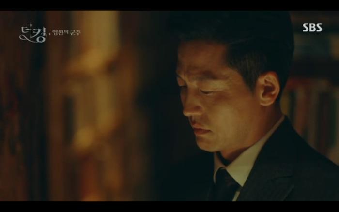 Quân vương bất diệt tập 4: Kim Go Eun 'sốc tận óc' vì nhảy sang thế giới song song của Lee Min Ho? 17