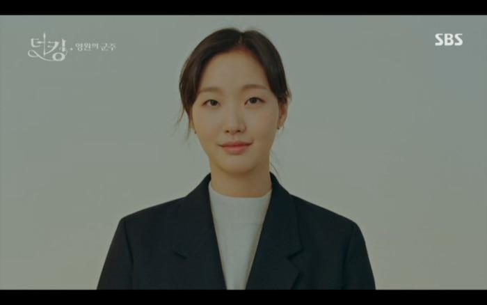 Quân vương bất diệt tập 4: Kim Go Eun 'sốc tận óc' vì nhảy sang thế giới song song của Lee Min Ho? 25