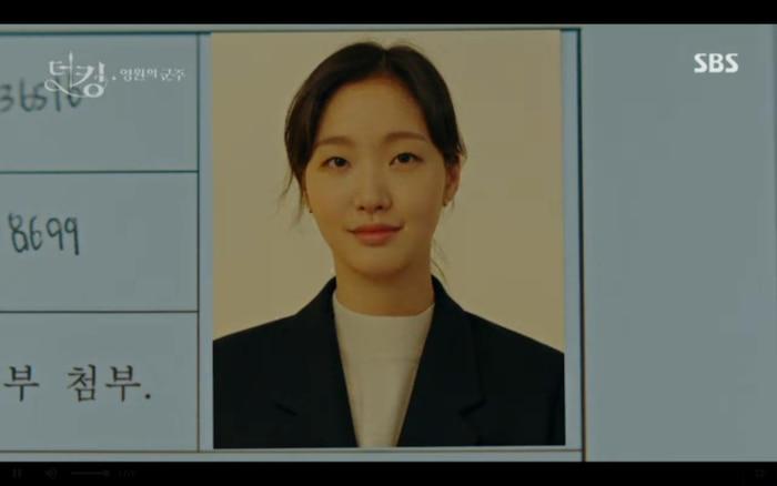 Ngày và hình giống như Lee Gon nói.