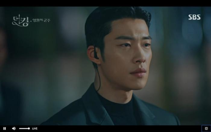 Quân vương bất diệt tập 4: Kim Go Eun 'sốc tận óc' vì nhảy sang thế giới song song của Lee Min Ho? 35