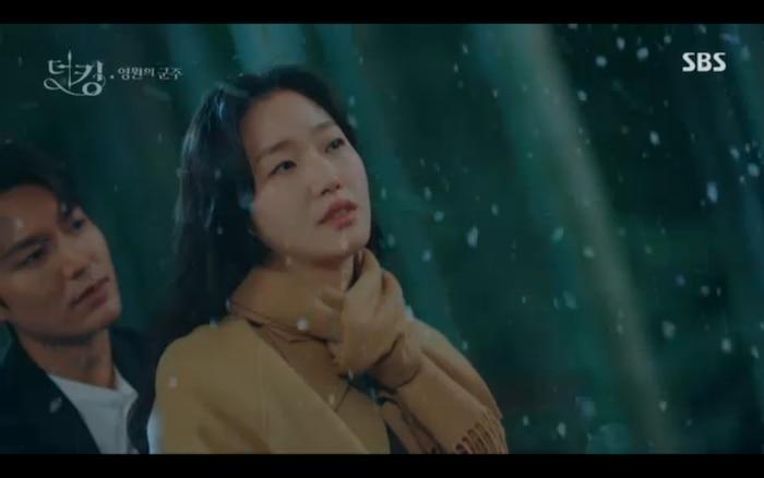 Quân vương bất diệt tập 4: Kim Go Eun 'sốc tận óc' vì nhảy sang thế giới song song của Lee Min Ho? 33