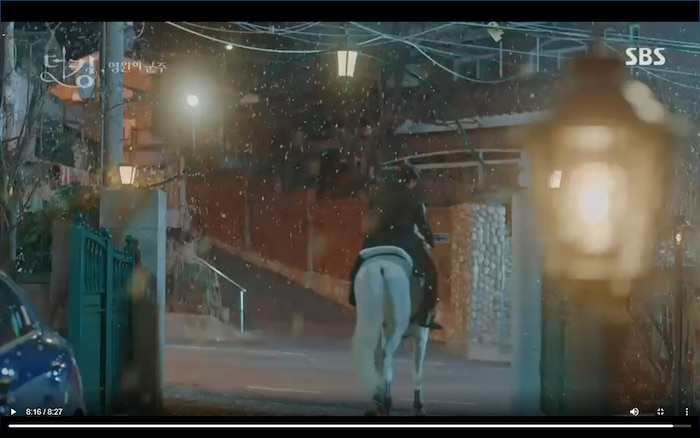 Quân vương bất diệt tập 4: Kim Go Eun 'sốc tận óc' vì nhảy sang thế giới song song của Lee Min Ho? 32