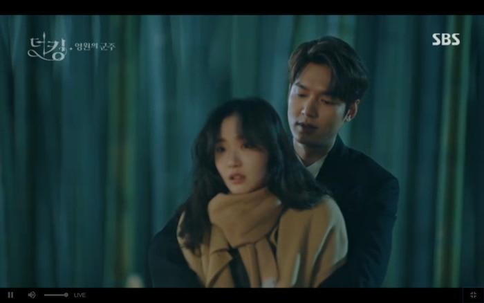 Quân vương bất diệt tập 4: Kim Go Eun 'sốc tận óc' vì nhảy sang thế giới song song của Lee Min Ho? 36