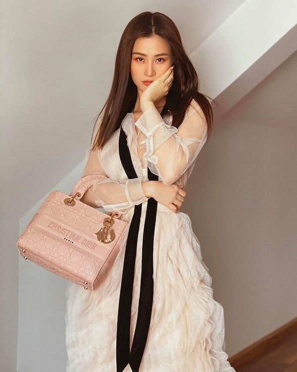Thời trang bầu bí của Đông Nhi phủ đầy hàng hiệu, từ đầu đến chân không thiếu thứ gì 4