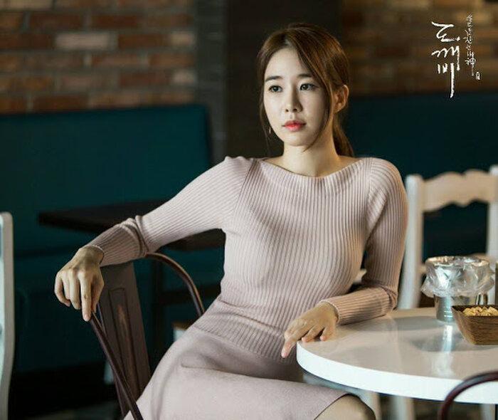 Thiệt thòi như Kim Go Eun, vào vai nữ chính nhưng toàn bị đem ra so sánh với nữ phụ 4