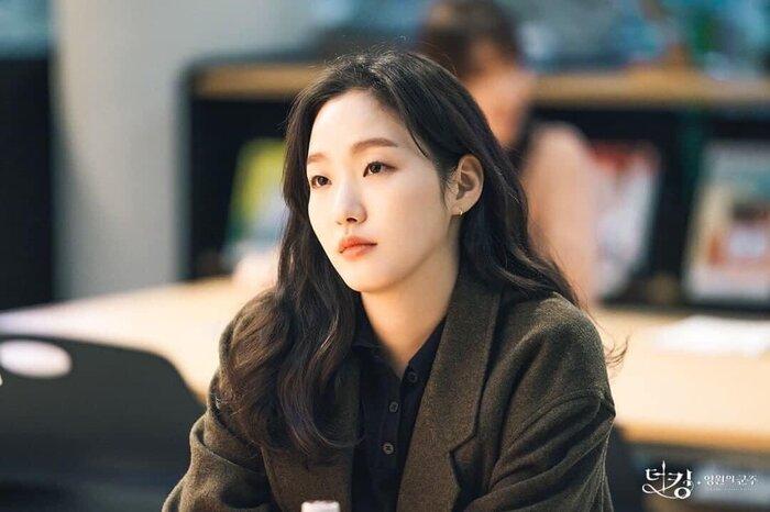 Thiệt thòi như Kim Go Eun, vào vai nữ chính nhưng toàn bị đem ra so sánh với nữ phụ 8