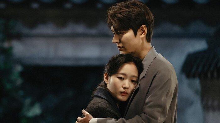 Thiệt thòi như Kim Go Eun, vào vai nữ chính nhưng toàn bị đem ra so sánh với nữ phụ 7