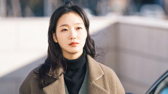 Thiệt thòi như Kim Go Eun, vào vai nữ chính nhưng toàn bị đem ra so sánh với nữ phụ 9
