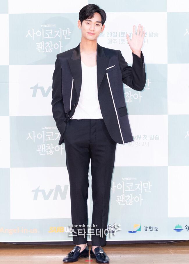 Họp báo 'It's Okay To Not Be Okay': Seo Ji Ye thần thái sang chảnh bên Kim Soo Hyun 6