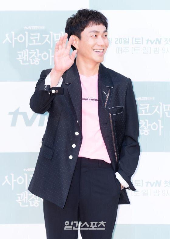 Họp báo 'It's Okay To Not Be Okay': Seo Ji Ye thần thái sang chảnh bên Kim Soo Hyun 9