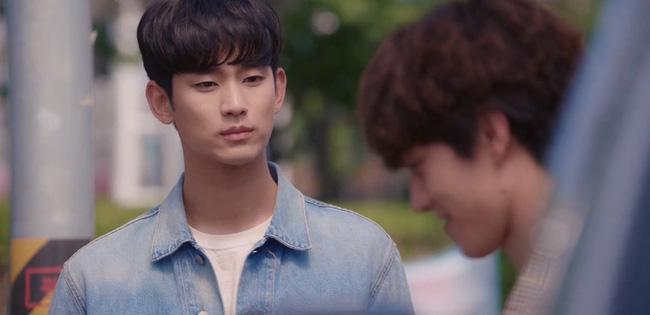 'Điên thì có sao?' tập 4: Mãn nhãn cảnh Kim Soo Hyun ôm gái xinh dưới mưa siêu lãng mạn 0