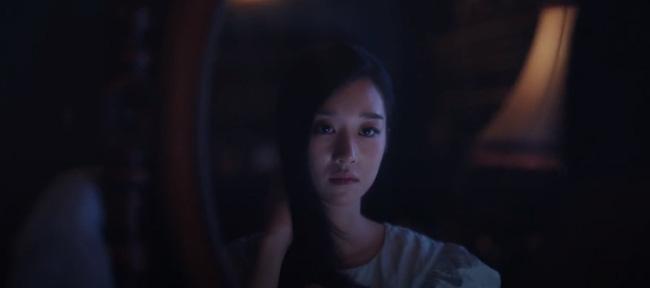 Moon Young trở về với bóng tối cô đơn.