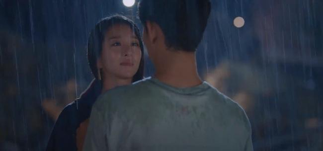 'Điên thì có sao?' tập 4: Mãn nhãn cảnh Kim Soo Hyun ôm gái xinh dưới mưa siêu lãng mạn 8