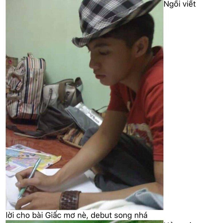 Hình ảnh Noo Phước Thịnh tự tay ngồi viết lời Việt cho Giấc mơ.