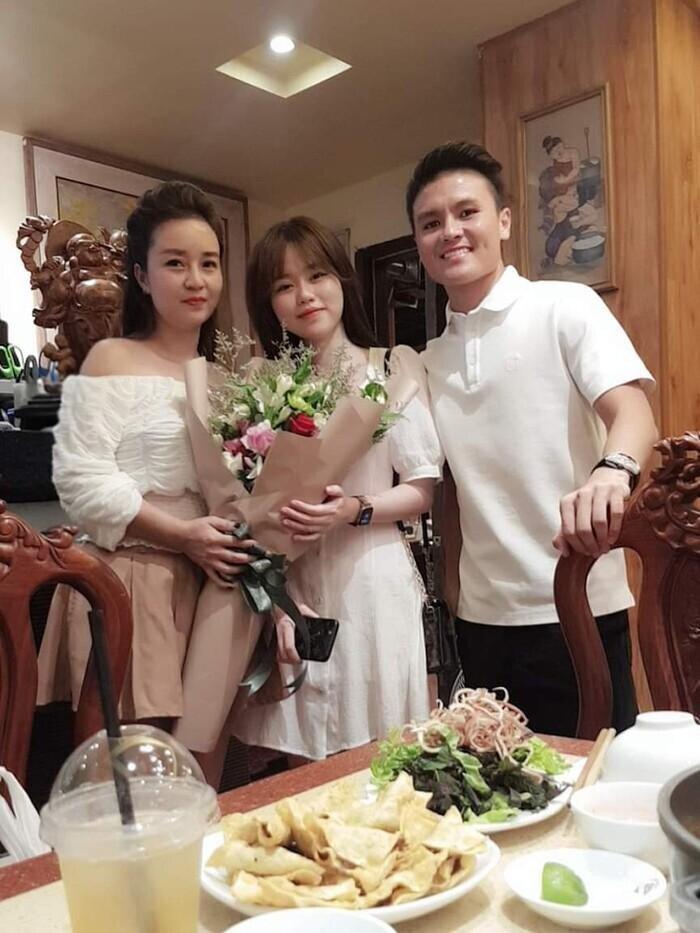 Yêu nhau 4 tháng và đây là lần Huỳnh Anh 'thả thính' Quang Hải ngọt ngào nhất 2