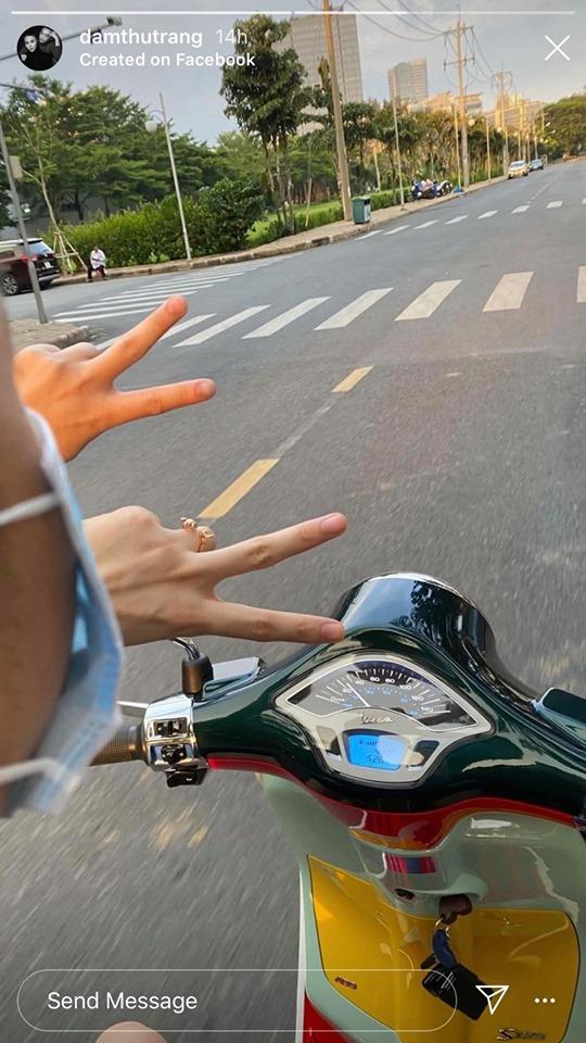 Có khi cặp đôi lại trốn con đi dạo bằng xe máy